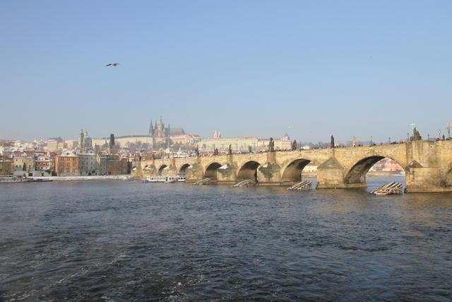 Puente de Carlos IV sobre el río Moldava